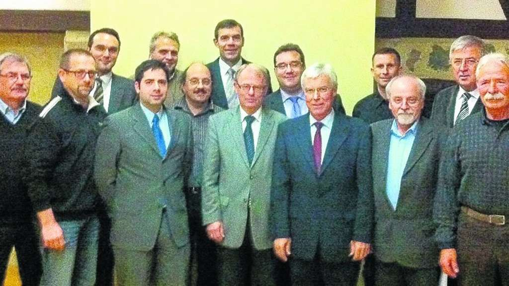Die CDU Fritzlar: von links Konrad Winter, Thomas Eichhorst, Ingmar Theiß, Michael Schär, Dr. Hans-Gerhard Heil, Ulrich Heimann, Hartmut Spogat, Rudolf Amert, Mark Weinmeister, Christian Seyffarth, Kai Fröhlich, Claus Reich, Karl-Wilhelm Lange und Horst Platzek. Foto: privat
