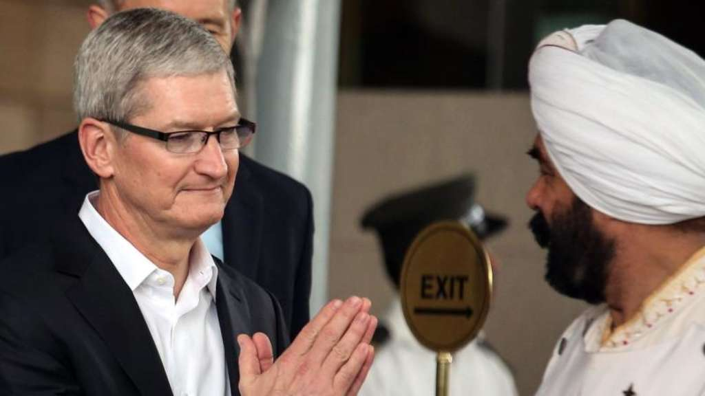 Apple-Chef Tim Cook (links) war vor kurzem zu Besuch in Indien. Foto: Divyakant Solanki