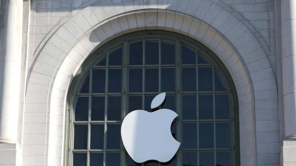 Das Apple-Logo an einer Konzerthalle in San Francisco. Foto: Christoph Dernbach