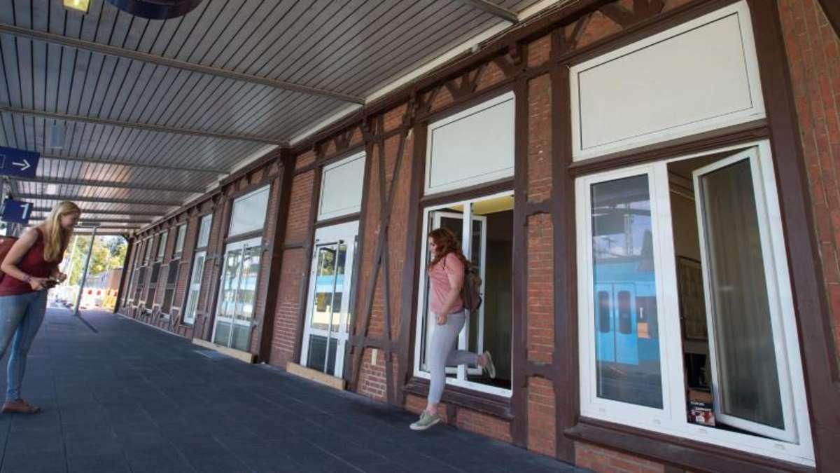 Fenster Bad Essen :  Bahnhofstüren zugemauert  Reisende müssen durchs Fenster  Panorama