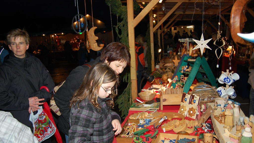Weihnachtsmarkt Frankenberg.Dorfmitte Erstrahlt Beim Weihnachtsmarkt In Besonderem Ambiente