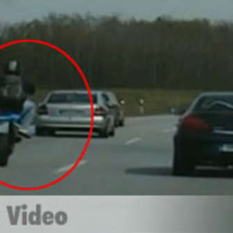 Video: Polizei filmt irren Biker