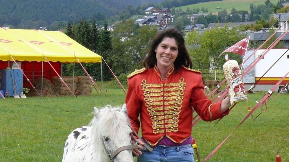 Zelt Auf Wohnmobilstellplatz : Zirkus schlägt zelt im upland auf korbach