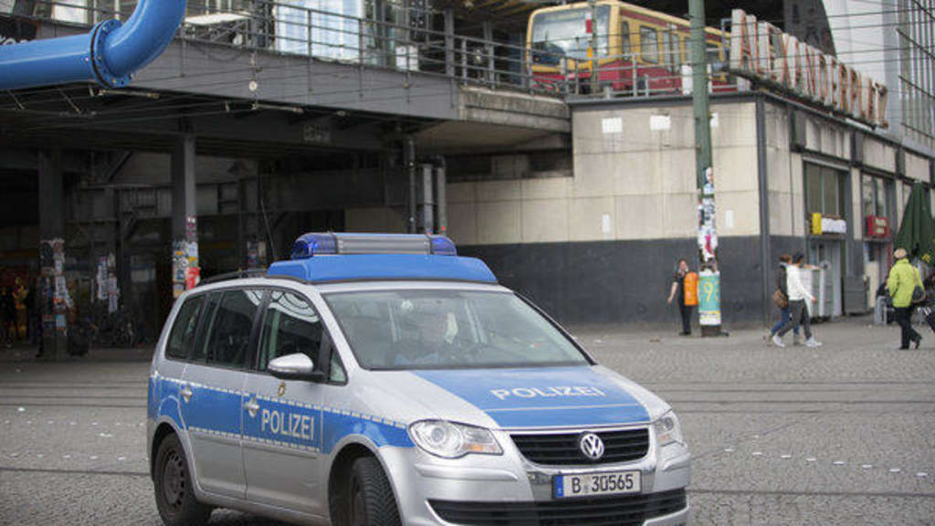 Polizeieinsatz am Alexanderplatz in Berlin.