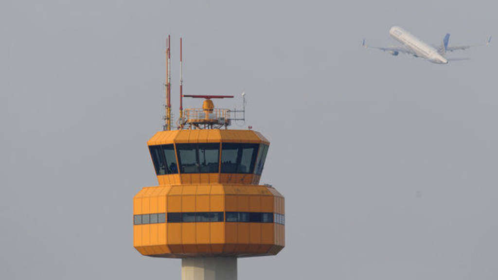 Der Tower des Hamburg Airport