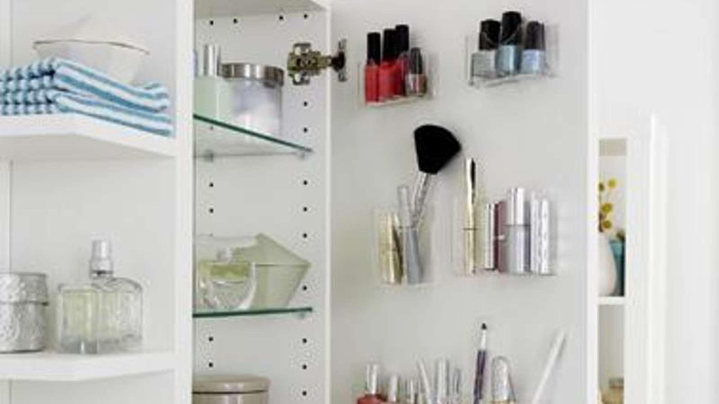 Ordnung Im Badschrank Schaffen Behalter An Die Tur Kleben Wohnen