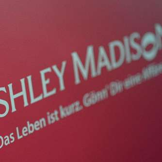 Chef von Ashley Madison geht