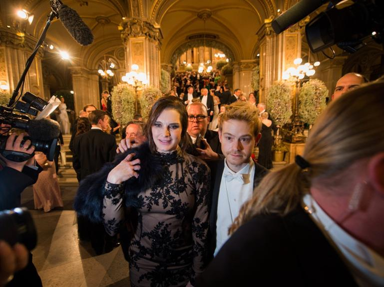 epa05143913 US actress Brooke Shields attends the opening ceremony of the traditional 60th Vienna Opera Ball at the Wiener Staatsoper (Vienna State Opera) in Vienna, Austria, 04 February 2016. EPA/CHRISTIAN BRUNA +++(c) dpa - Bildfunk+++