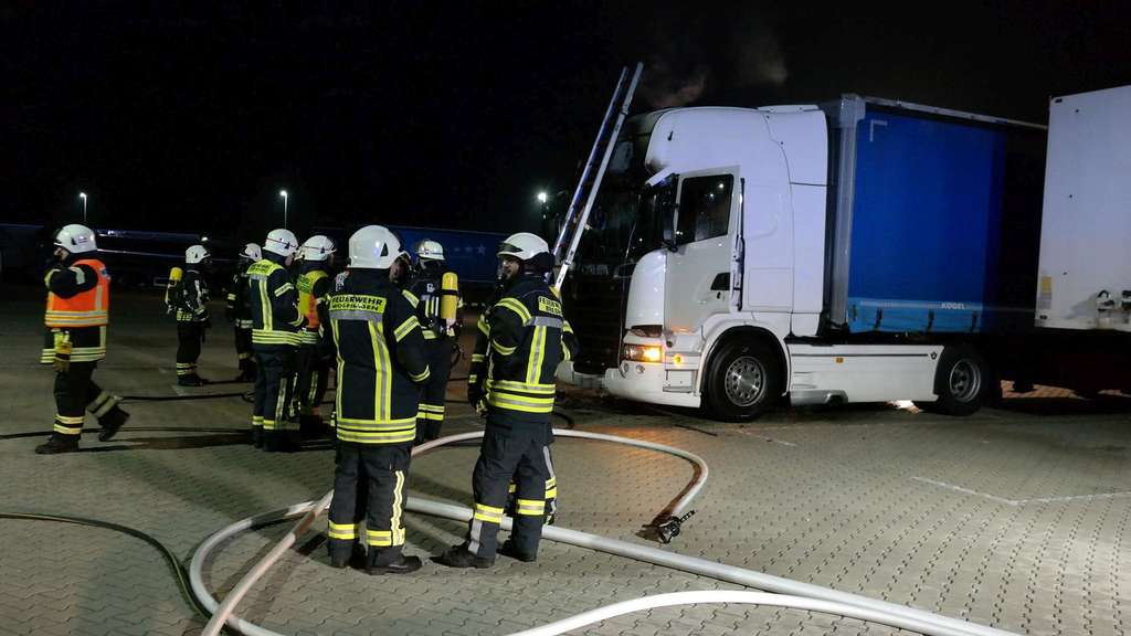 Privat123 Brand eines LKW in Breuna, Fotos: Hessennews