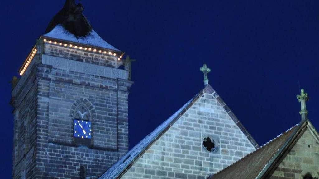 Weihnachtsbeleuchtung Für Hausgiebel.Volkmarser Marien Kirche Leuchtet In Der Nacht Volkmarsen
