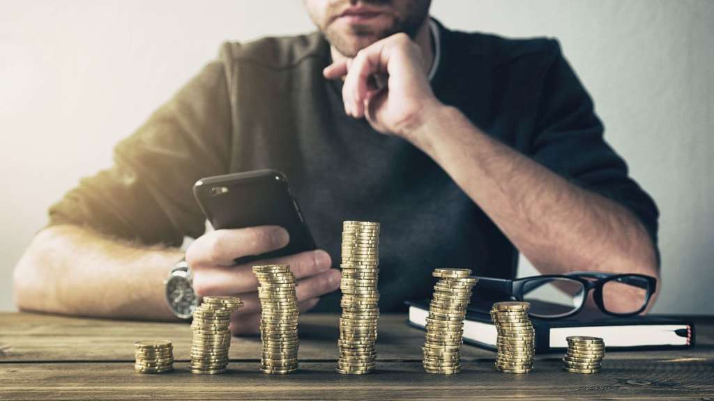 Fotolia - Calculating Finance with smartphone