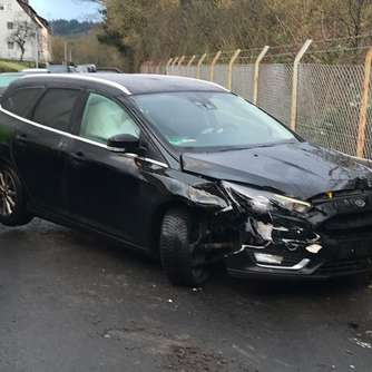 Audi kracht mit Heck in Ford: Unfall in Bad Wildungen
