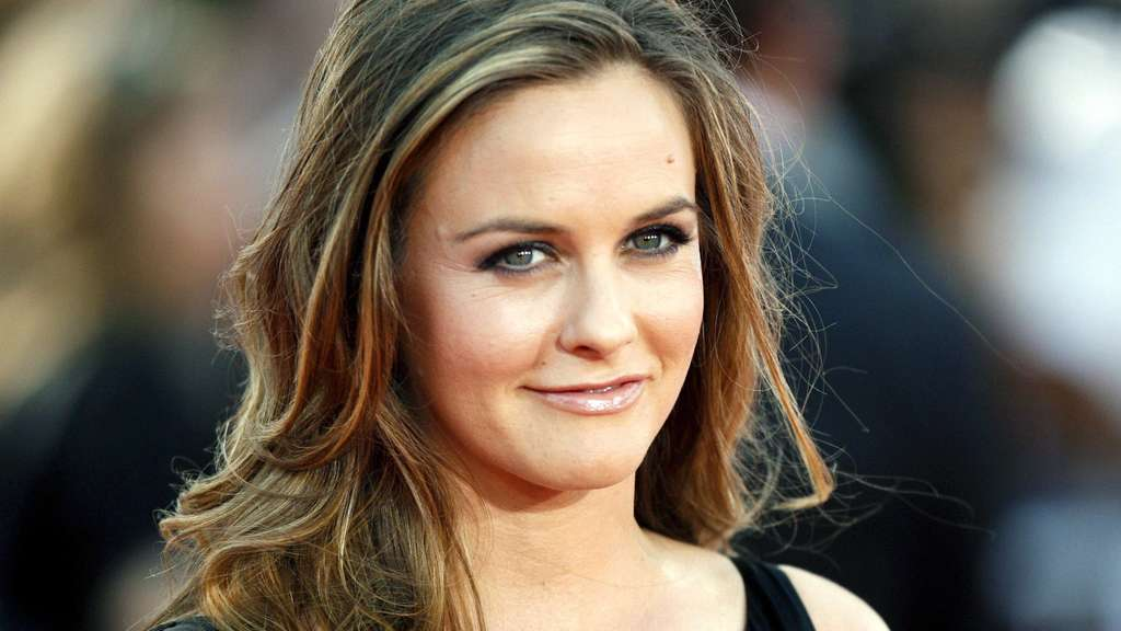 Alicia Silverstone gave birth to a boy