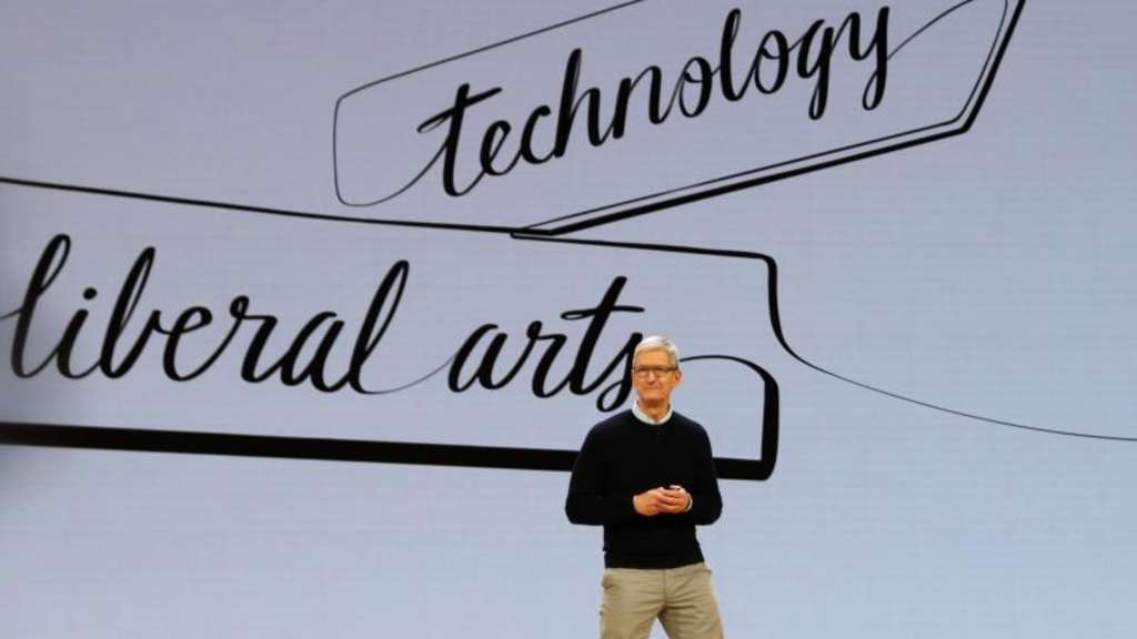 Apple-Chef Tim Cook stellt in Chicago die neue iPad-Version vor. Foto: Christoph Dernbach