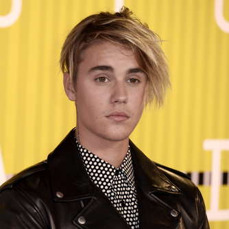Justin Bieber singt in London für seine Hailey Baldwin