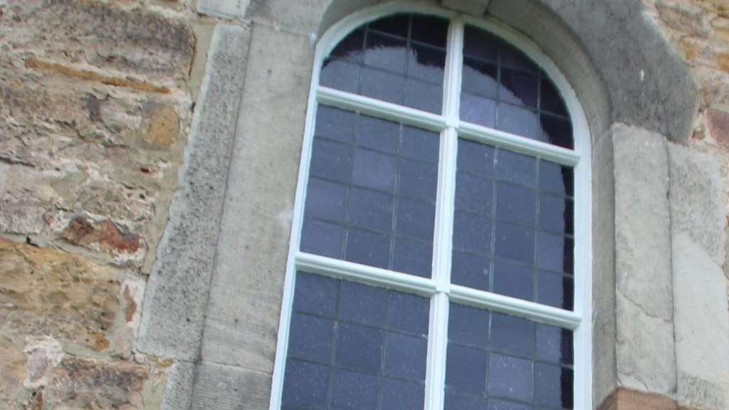 mehraufwand bei der elektrik verz gert renovierung des gotteshauses in beisef rth nordhessen. Black Bedroom Furniture Sets. Home Design Ideas
