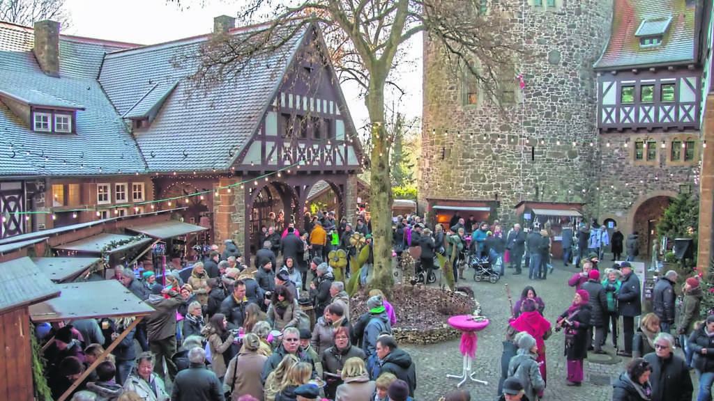 Willingen Weihnachtsmarkt.Weihnachtsmarkt Mit Charme Und Konzerte Auf Burg Lichtenfels