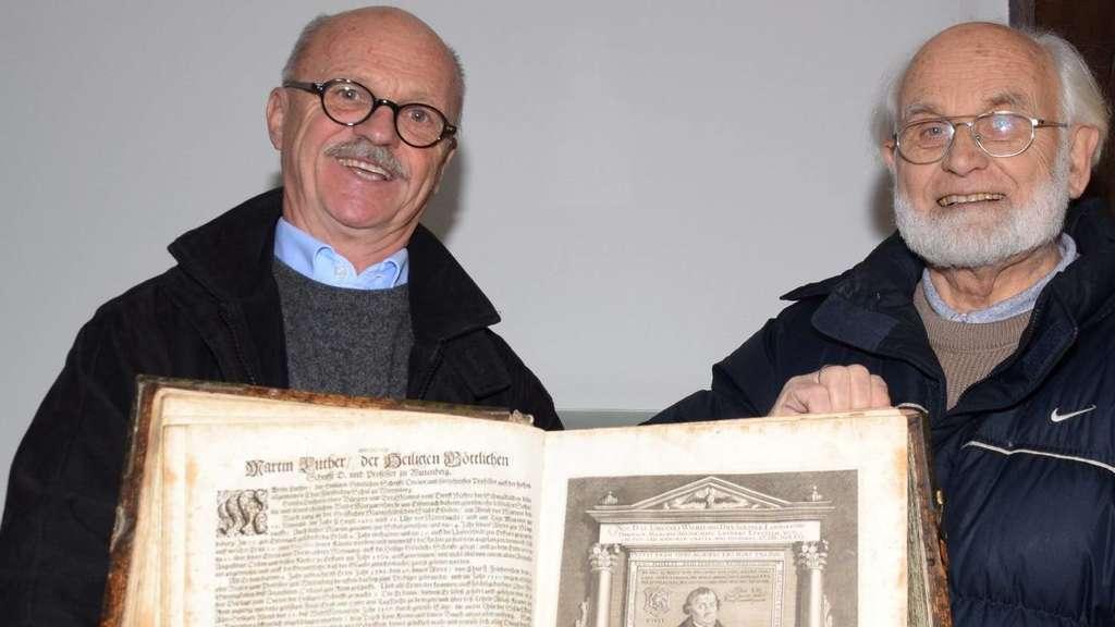 homberger gehen auf dachb den auf schatzsuche bibel von 1642 gefunden nordhessen. Black Bedroom Furniture Sets. Home Design Ideas
