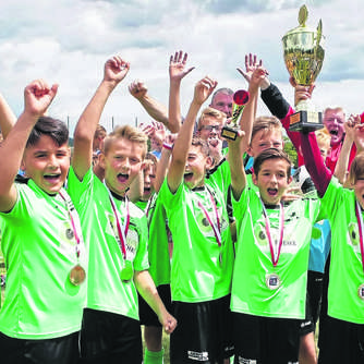 "16 Teams greifen in Rhena nach dem ""Pott"""