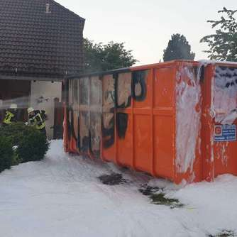 Lelbach: Container steht in Flammen