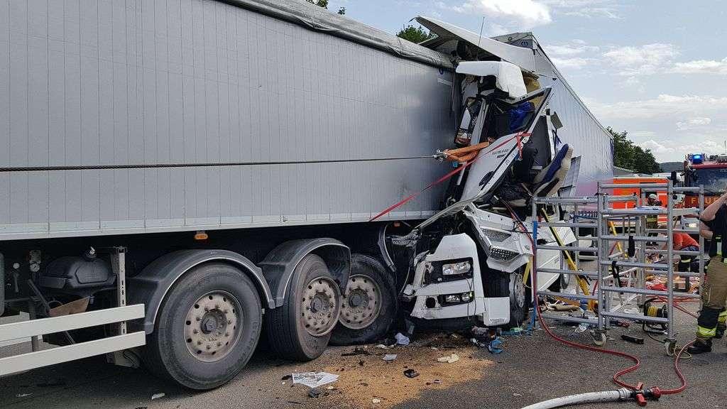 Unfall A44 Diemelstadt
