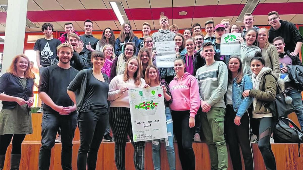 Hassrede im Internet: Schüler der Beruflichen Schulen Korbach und Bad Arolsen machen Workshop   Korbach - wlz-online.de
