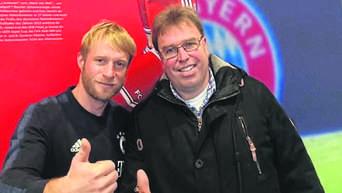 Bayern Munchen Carsten Kramer Knetet Als Physiotherapeut