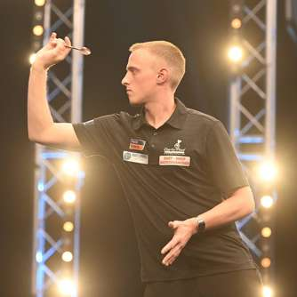 Darter Christian Bunse bei Summer Series zweimal in Runde drei